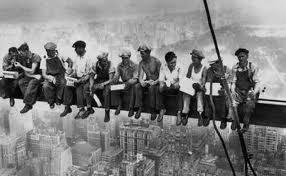 lavoro-calabria-precari-su-tetto-consiglio-regionale.jpeg
